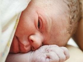 8 Reasons NOT To Cut Your Baby's Umbilical Cord