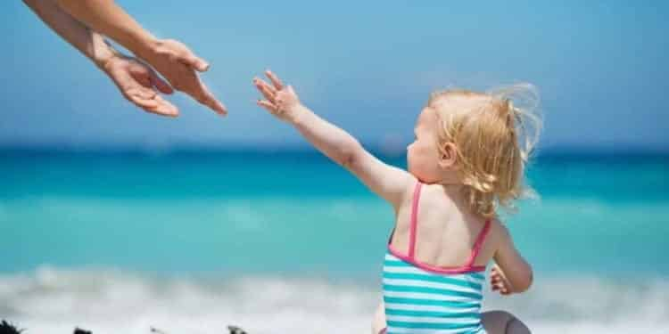 Travelling With A Toddler- 8 Best Tips For An Enjoyable Holiday