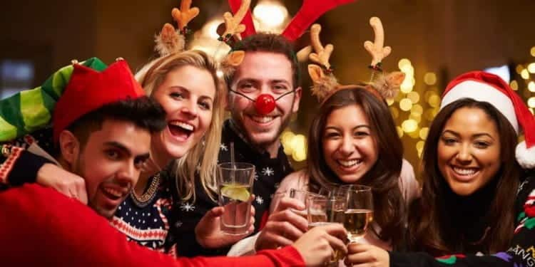 5 Genius Ways To Hide The Fact You're Not Drinking Over Christmas
